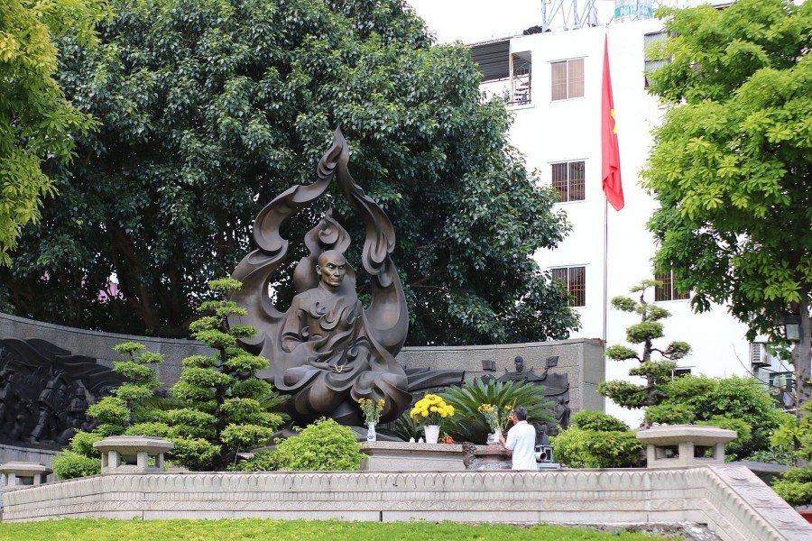 【胡志明市影像敘事】火焰中的黑色雕像 釋廣德紀念碑