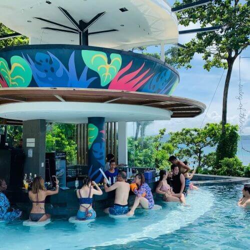 Fairways And Bluewater Boracay ventana pool bar