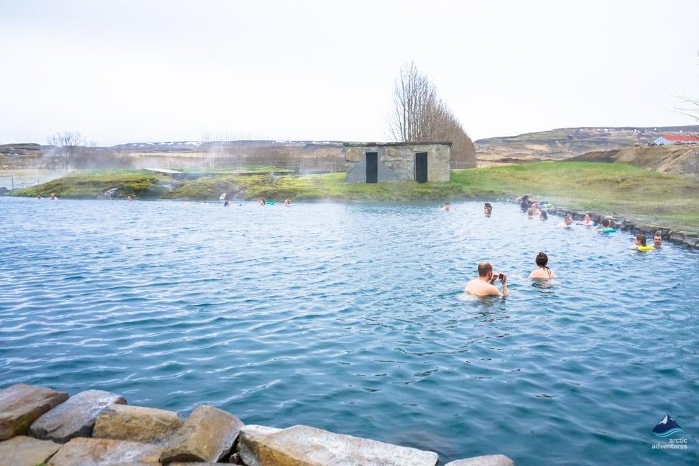 【冰島景點推薦】歷史最久的天然溫泉,藍湖以外更在地的秘密溫泉 Secret Lagoon